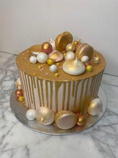 tarta dripp oro Fondant, Desserts, Pies, Gold, Tailgate Desserts, Deserts, Postres, Dessert, Gum Paste