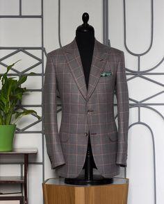 Summer jacket, wool, line and silk. Fabrics Loro Piano.  #sartoriafain #timotifainaltasartoria #bespoke #menstyle #spezzatura #sartorial #menswear #powerofstyle #mensfashion #tailormade #everydayelegance   #gentleman #fattoamano #suitstyle  #sartoria #fashion #style #jacket #man #like #picoftheday #instalike #dandy