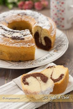 Italian food varies greatly throughout Italy and pairing down Italian food to just the fifteen or so dishes that can be found at Italian food restaurants Italian Desserts, Vegan Desserts, Delicious Desserts, Italian Dishes, Sweet Recipes, Cake Recipes, Dessert Recipes, Food Cakes, Italian Food Restaurant