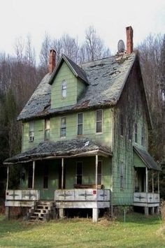 Oh I so love this old green farm house...