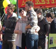 Josh Dallas and Ginnifer Goodwin on set for episode 5x05. Pictures courtsey of canadagraphs.