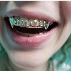 You don't see the to drips as often Diamond Grillz, Diamond Teeth, Grillz Gold, Girls With Grills, Girl Grillz, Teeth Drawing, Tooth Gem, Grills Teeth, Gold Teeth