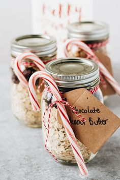 We're all shifting over to thinking about Christmas, I thought it would be a great idea to make fun and easy DIY mason jar gifts that would be perfect for your healthy eating friends! Healthy Christmas Recipes, Fall Recipes, Holiday Foods, Holiday Treats, Mason Jar Gifts, Mason Jar Diy, Easy Meal Prep, Overnight Oats, Homemade Gifts