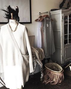 The sweetest store with the best linen tees cashmere pullovers and brass accessories. Seriously could have bought everything here. Love your style @vicandbert  #ofkinsummerbreak #Lorne
