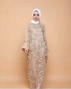 18 Ideas For Dress Party Chic Gowns Hijab Gown, Kebaya Hijab, Hijab Dress Party, Hijab Style Dress, Kebaya Brokat, Kebaya Dress, Dress Brokat Muslim, Dress Brokat Modern, Dress Pesta