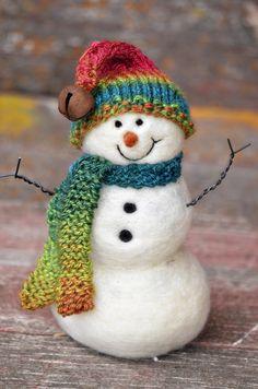 Bear Creek Felting — Needle Felted Snowman by Teresa Perleberg Beginner Felting, Needle Felting Tutorials, Felt Christmas Decorations, Felt Christmas Ornaments, Paper Mache Crafts, Felt Crafts, Felt Snowman, Snowmen, Christmas Drawing