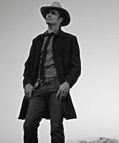 Here's another black and white shot that is very ideal. Tim is calm and collected, yet oozing with sex appeal. He looks so damn cool in his Kentucky habitat. A part of his character he never has to practice at. #Justified #TimothyOlyphant #RaylanGivens