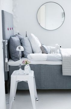 The blogger has changed the grey buttons into deep pink in the head bord of the bed. A very simple thing makes a huge difference. Copy this look. Picture is copied from the blog House of Philia