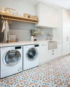 """Vanity by Design on Instagram: """"We couldn't scroll past @kyalandkara laundry and mud room reveal! And those patterned floor tiles from Beaumont Tiles 😍   📷 @gracepicot …"""" Pantry Laundry Room, Laundry Room Remodel, Laundry Room Organization, Laundry In Bathroom, Laundry Room Floors, Laundry Tips, Laundry Storage, Casa Top, Beaumont Tiles"""