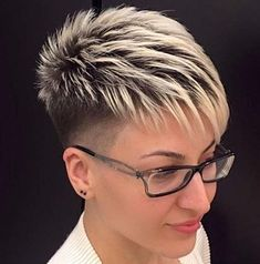 Funky short pixie haircut long bangs ideas 06 If you would like a hairdo that is definitely bold, then pixie may be the perfect pick. Pixie haircut is an excellent idea if you're young enough. A pixie haircut is a brief haircut with layers. Funky Short Hair, Super Short Hair, Short Grey Hair, Short Hair Cuts For Women, Long Hair Cuts, Short Hairstyles For Women, Black Hair, Curly Short, Everyday Hairstyles