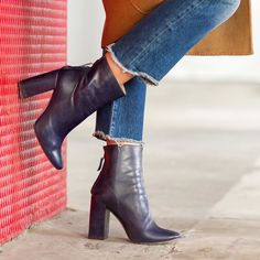 The Best Everyday Fall Shoes for Women #shoes #boots #fashion #fall #blogger #style #trending
