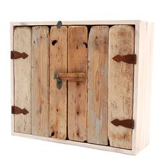Driftwood Wall Cabinet for empty space above trunk. Doors with pallet wood? Hooks for coats? Driftwood Furniture, Driftwood Art, Deco Furniture, Pallet Furniture, Rustic Medicine Cabinets, Wood Cabinets, Pallet Projects, Woodworking Projects, Pallet Door