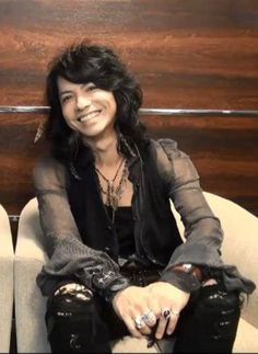 HYDE's smile <3