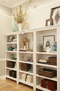 find this pin and more on sonho de casadream house - Decorating Bookshelves