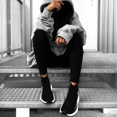 👻 j'adore Who's also in love with big big hoodies ? Girl Photo Poses, Girl Photography Poses, Tumblr Photography, Girl Photos, Mode Streetwear, Streetwear Fashion, Balenciaga Speed Trainer, Mode Outfits, Sporty Outfits