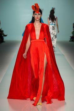 Emanuel Ungaro – Rote Reize: Der Fashion Trend Rot ist Verführung Deluxe! Die Farbe zeigt sich mit Lack- Oberflächen, sinnlichen Kleidern und freizügigen Schnitten von ihrer frivolen Seite.