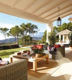 aménagement terrasse avec un coin de détente vue magnifique sur la montagne