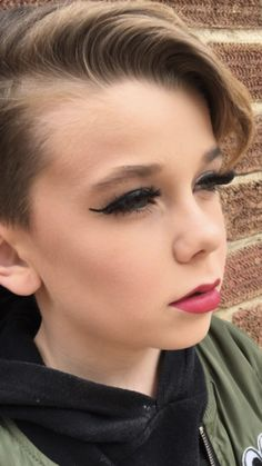 This adorable boy's makeup tutorials are going viral This little boy puts our makeup skills to shame. Cute 13 Year Old Boys, 10 Year Old Boy, Young Boys Fashion, Cute Kids Fashion, Boys Wearing Makeup, Petticoated Boys, Boyish Girl, Beauty Of Boys, Womanless Beauty Pageant