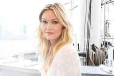 Want effortlessly chic waves like Julia Stiles? used our new Caviar Style Invisible Roller to achieve this look! Soft Smokey Eye, Julia Stiles, Girl Crushes, Actors & Actresses, New Look, Hair Care, Interview, Long Hair Styles, Chic