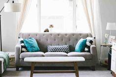 triky od designérů Living Room Sofa, Living Room Furniture, Living Room Decor, Living Rooms, Living Spaces, Apartment Furniture, Studio Apartment, Apartment Therapy, Living Area