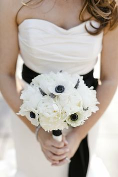 white and black bouquet wedding