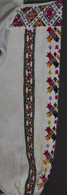 Popular Folk Embroidery Romanian blouse detail C (Bucovina) Folk Embroidery, Embroidery Patterns, Machine Embroidery, Floral Embroidery, Fashion Art, Vintage Fashion, Fashion Trends, New Street Style, Clothing And Textile