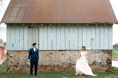 Vintage Jane Austen style countryside elopement with vintage jewelry. Featured in Wedding Chicks! Wedding Film, Wedding Bands, Blue Tuxedos, Vintage Wedding Jewelry, Countryside Wedding, Event Planning Design, Blush Dresses, Philadelphia Wedding, Jane Austen