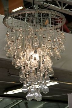 24 Creative DIY Light Bulbs--don't know where I would ever use this but it is kinda pretty.......