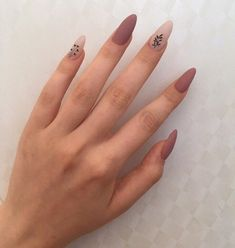 The advantage of the gel is that it allows you to enjoy your French manicure for a long time. There are four different ways to make a French manicure on gel nails. Aycrlic Nails, Matte Nails, Nail Manicure, Swag Nails, Manicure Ideas, Almond Acrylic Nails, Summer Acrylic Nails, Best Acrylic Nails, Stylish Nails