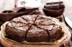 Szuperkönnyű, kakaós-diós süti, ami csuda magasra feljön: 30 perc, és kész - Recept | Femina