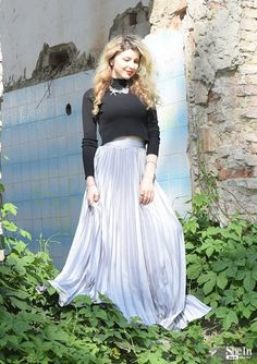 As spring nears, we can't wait to put away our heavy clothes. These outfit ideas that will inspire you to seamlessly transition from winter to spring! Pleated Skirt Outfit, Metallic Pleated Skirt, Dress Skirt, Maxi Skirts, Long Skirts, Beautiful Long Dresses, Beautiful Ladies, Oversized Sweater Outfit, Mode Shop