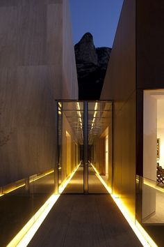 Amazing exterior lights that continue inside. (MTY House by BGP Architecture)
