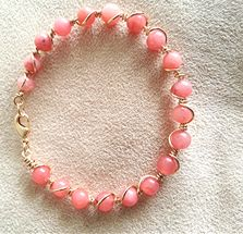 Pulsera de jade rosado envuelta en alambre de goldfilled $20