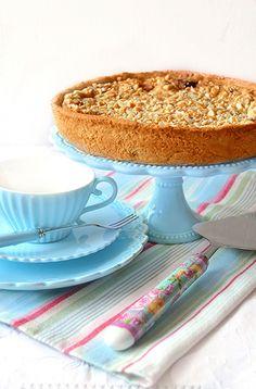 Desserts a go go: frangipane tart with ricotta cream and cherries