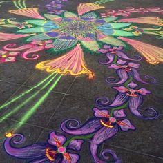 Joe Mangrum in Washington Square Park Sand Painting, Sand Art, Reverse Graffiti, Pavement Art, Sidewalk Chalk Art, Floor Art, Visionary Art, Street Art Graffiti, Pictures To Draw