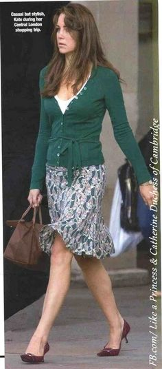 Kate Middleton carrying Longchamp 'Le Pliage' small tote in brown