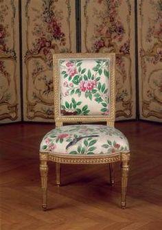 Studios paris and photos on pinterest - Chaise ancienne avec accoudoir ...