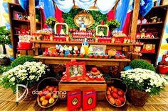 Olha que Festa Branca de Neve mais perfeita!!Venha se apaixonar por esta decoração.Imagens Tid Bit Festas.Lindas ideias e muita inspiração.Um fim de semana maravilhoso para todo mundo.Bjs, Fab�...