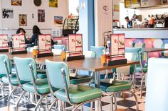 Everything about Gracy's is instagrammable. Both the food and the interior! Because of the cool pink walls and American Diner vibes that the restaurant has, it seems like you are going back in time to the 1950s.