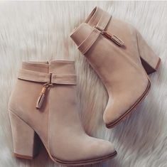 Find images and videos about shoes, brown and boots on We Heart It - the app to get lost in what you love. High Heel Boots, Ankle Boots, Heeled Boots, Bootie Boots, Shoe Boots, Fancy Shoes, Crazy Shoes, Cute Shoes, Dr Shoes