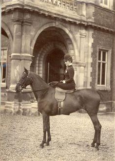 United Kingdom, Princess of Wales, later Queen Alexandra on horseback     #Personnalités_du_XIXe_siècle #Divers_XIXe