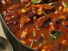 Recept na pikantní fazolový pekáček s vepřovým masem. Slovak Recipes, Goulash, Kung Pao Chicken, Stew, Casserole, Chili, Food And Drink, Pork, Lunch