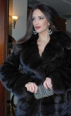 Black Fur Coat, Sable Fur Coat, Fox Fur Coat, Mink Fur, Fur Coats, Stunning Brunette, Fur Fashion, Fashion Images, Style Guides