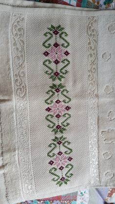Hand Embroidery Design Patterns, Palestinian Embroidery, Crochet Bedspread, Needlework, Elsa, Pattern Design, Living Room Decor, Diy And Crafts, Cross Stitch