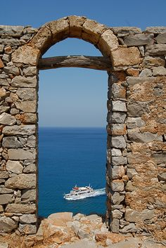 A portal found within a Venetian fortress - love the earthen stone tones resting against sky-ocean blues! Portal, Creta Greece, Travel Around The World, Around The Worlds, Crete Island, Ancient Greece, Greek Islands, Countryside, Victoria
