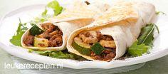 Smakelijke tortilla's gevuld met gehakt, courgette en champignons