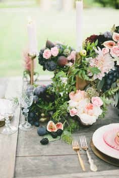 Don't get me wrong, I love a good pastel wedding. But I also have a big ol' place in my heart for those dark, romantic hues that seem to be quietly on the rise. I'm talking hues li. Autumn Wedding, Gold Wedding, Wedding Table, Floral Wedding, Wedding Flowers, Decoration Table, Table Centerpieces, Wedding Centerpieces, Wedding Decorations
