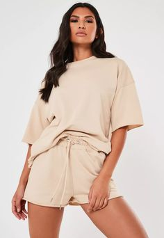 Short Outfits, Casual Outfits, Fashion Outfits, Jogger Shorts, Joggers, Look Con Short, Comfy Shorts, Women's Shorts, Missguided