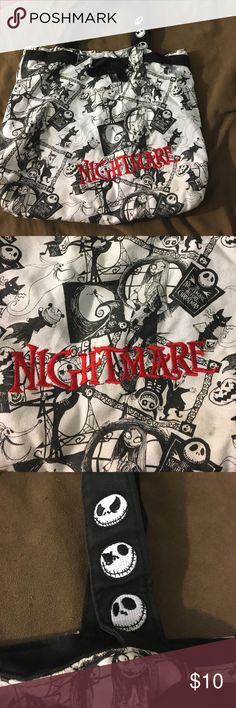 Nightmare Bag A nightmare before Christmas bag with nice embroidery. A white bag (no yellowing) smoke free home. Can hold a lot even if it looks small. Disney Bags Shoulder Bags