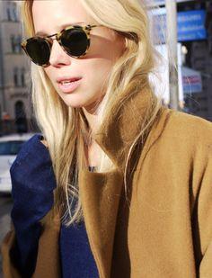 Tortoiseshell sunglasses + camel coat.